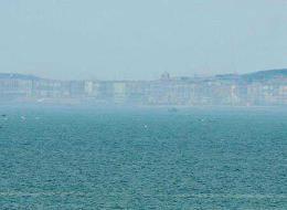 ظهور خيال مدينة على سطح البحر بساحل الصين الشرقي يوم 07 ماي 2006 في يوم حر شديد